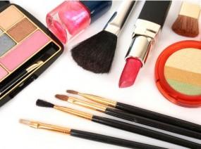 inne akcesoria kosmetyczne cienie , lakiery,brokaty