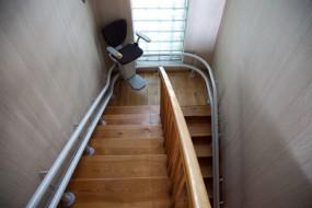 Krzesła schodowe na szynie krzywoliniowej Sapphire/Ruby