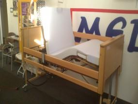 Łóżko medyczne do opieki długoterminowej Burmeier Arminia z materacem piankowym do 120kg. Cena 1850zł.